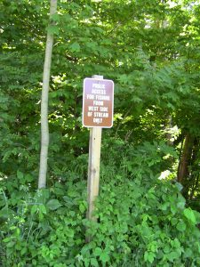 Fishing access sign at Doubs Park