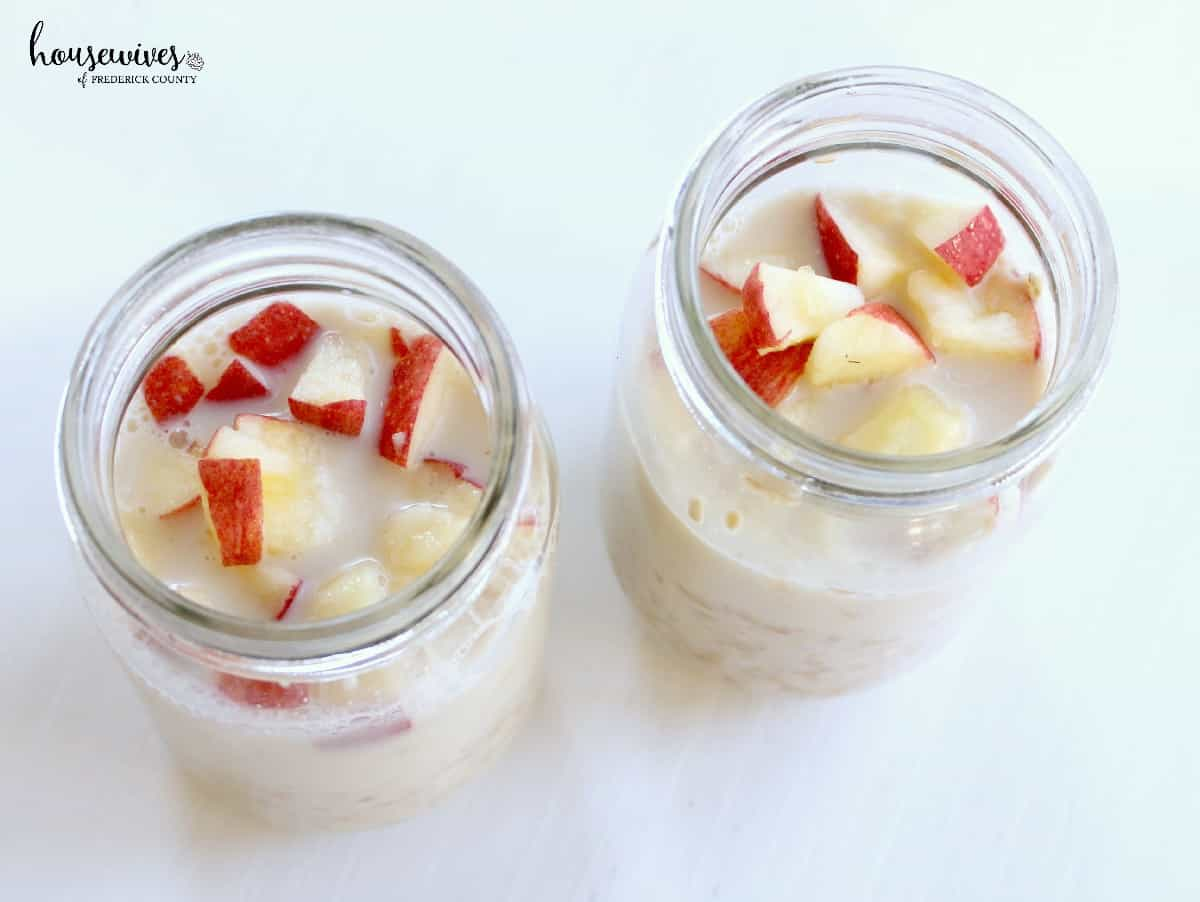 Add overnight oats mixture to mason jars