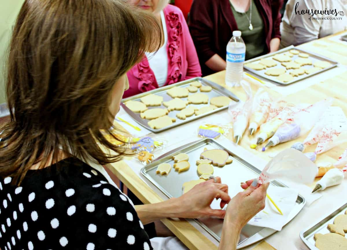 Dotty demonstrates cookie decorating methods