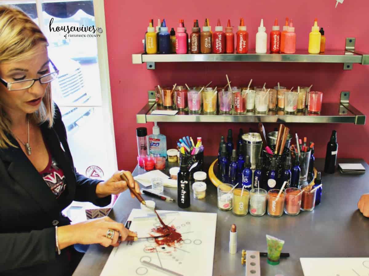 Smooch Studio mixing custom lipstick
