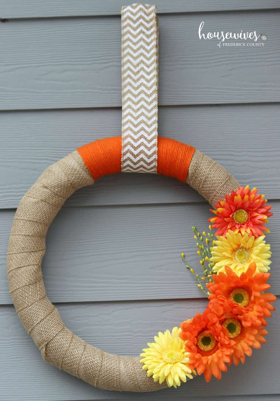Hang wreath with chevron ribbon