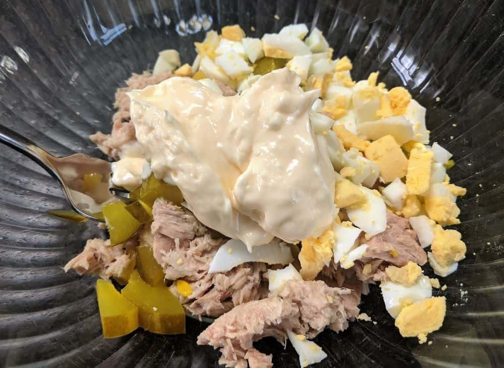 tuna salad with egg