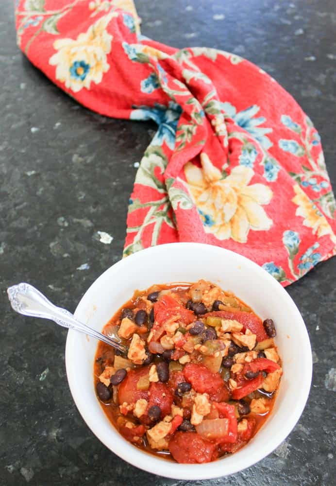 Simple Vegetarian Chili Recipe with Tempeh